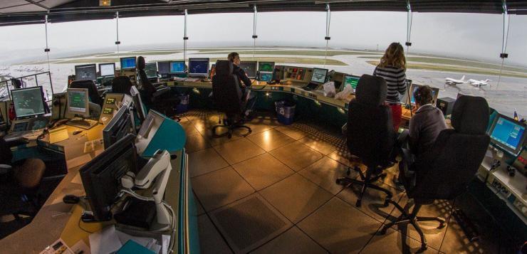 Augmentation du trafic, vétusté des locaux, obsolescence des logiciels… le contrôle aérien français au bord du burn out